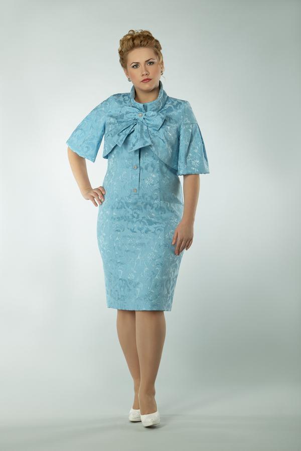 Нарядное прямое платье для полных из трикотажа и гипюра с атласной...
