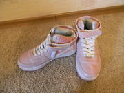 Продаются обалденно розовые кроссовки на девочку