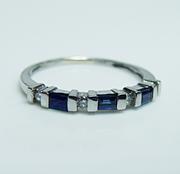 Платиновое кольцо с бриллиантами и сапфирами